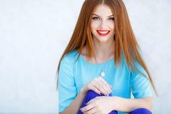 一个少妇的画象有红色头发的 图库摄影