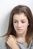一个少年的画象有一张严肃的面孔的 免版税库存照片