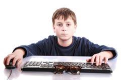 一个少年的画象有键盘的 免版税图库摄影