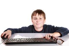 一个少年的画象有键盘的 免版税库存图片