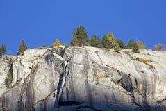 一个山岩石的低角度视图在阿尔卑斯 免版税图库摄影