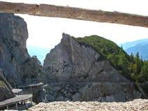 一个山沟的看法在围拢的萨尔茨堡在奥地利 免版税库存照片