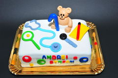 一个岁生日庆祝孩子蛋糕 库存图片