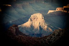 一个岩石门面在大峡谷亚利桑那 库存图片