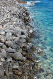 一个岩石防堤的顶视图 免版税库存图片
