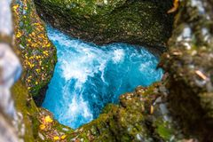 一个峡谷的一条河以心脏的形式 免版税库存图片