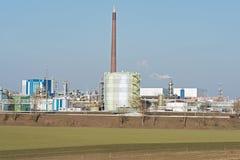 一个工业区的生产设施在法兰克福西部的  库存照片