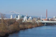 一个工业区的生产设施在法兰克福西部的  免版税库存照片