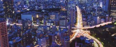 一个巨型的城市交叉点的鸟瞰图 免版税库存照片