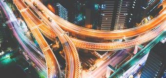 一个巨型的高速公路交叉点的鸟瞰图在东京,日本 免版税库存图片