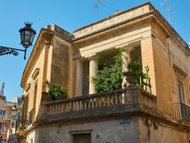 一个巴洛克式的宫殿的阳台在莱切,普利亚 免版税库存图片