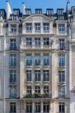 一个巴黎人大厦的别致的门面在第16 arrondissement 免版税库存照片