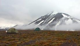 一个帐篷在寒带草原在斯瓦尔巴特群岛 免版税库存图片