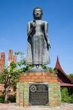 一个常设菩萨特写镜头的雕塑 Wat Tummickarat 免版税图库摄影
