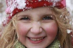 一个帽子的女孩在一斯诺伊日 免版税图库摄影