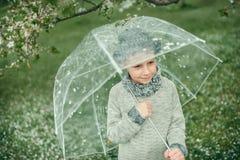 一个帽子的男孩有伞的 图库摄影