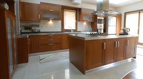 清洗现代厨房 免版税图库摄影