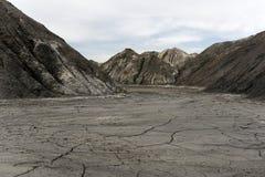 一个干燥沙漠峡谷的底部 免版税库存图片