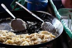 一个平底锅牡蛎煎蛋卷 库存照片