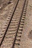 一个平直的金属和具体铁路线的看法的关闭 库存照片