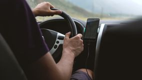 一个年轻人驾驶汽车 影视素材