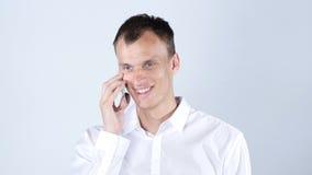 一个年轻商人的画象智能手机的 库存图片