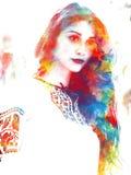 一个年轻美丽的女孩的两次曝光 一张女性面孔的被绘的画象 在白色隔绝的流行艺术着色的图片 免版税库存照片
