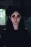 一个年轻美丽的女孩的剧烈的画象 有宜人的出现和哀伤的神色的一个女孩 妇女的创造性的画象 的态度 免版税库存照片