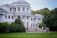 一个建筑结构的片段在市圣彼德堡 免版税库存图片