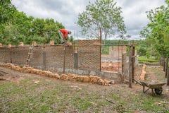 一个建造场所的工作者在巴拉圭 免版税库存图片