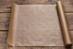 一个开放纸卷在木桌背景的 免版税图库摄影