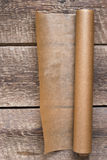 一个开放纸卷在木桌背景的 库存图片