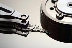 一个开放计算机硬盘的特写镜头 免版税图库摄影