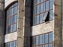 一个开窗口 生产仓库 库存图片