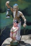 一个异常的resthouse雕象和灯笼在路旁在Tissamaharama附近在斯里兰卡 免版税库存照片