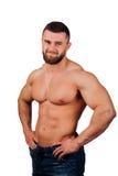 一个强的有胡子的男性健身模型的画象,躯干 白色背景,孤立 在他的臀部的手 免版税库存图片