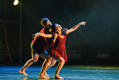 一个强的附件在之间现代舞蹈 免版税图库摄影