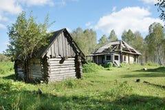 一个很多的房子的废墟在村庄 图库摄影