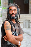一个微笑的人的画象与畏惧 免版税库存图片