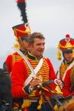 一个微笑的人的画象红色军用历史制服的 免版税图库摄影