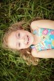 一个微笑的害羞的小女孩的顶视图画象 库存照片
