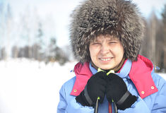 一个微笑的滑雪者的特写镜头纵向 图库摄影