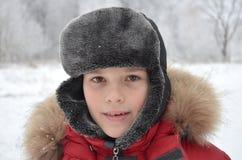 一个微笑的男孩的画象在冬天穿衣 图库摄影