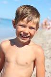 一个微笑的男孩的画象 库存图片