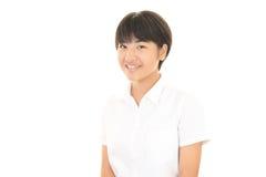 一个微笑的青少年的女孩 免版税图库摄影