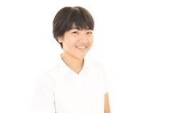 一个微笑的青少年的女孩 免版税库存图片