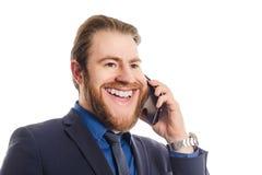 一个快乐的商人的画象谈话在白色背景隔绝的电话 免版税图库摄影