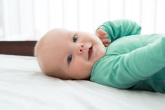 一个快乐的婴孩的画象 免版税库存照片