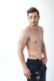 一个性感的肌肉赤裸上身的人的画象 免版税图库摄影