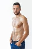 一个性感的肌肉赤裸上身的人的画象 免版税库存图片